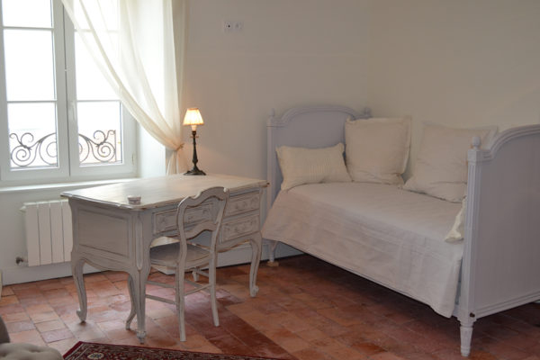 http://www.falaiseguesthouse.com/wp-content/uploads/2017/05/Maison-des-Buis-Mathilde-0044-600x400.jpg