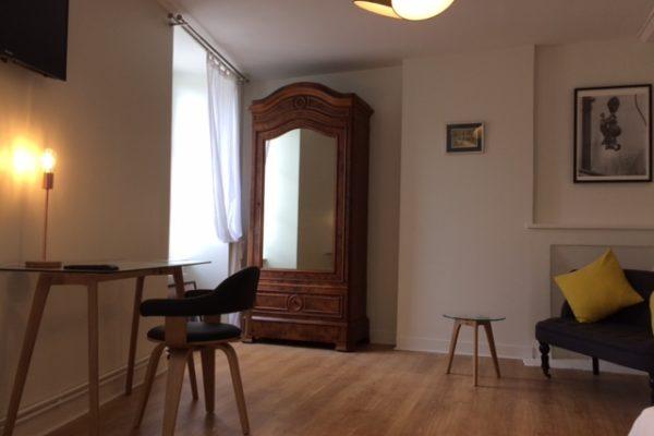 http://www.falaiseguesthouse.com/wp-content/uploads/2017/05/la-maison-des-buis-600x400.jpg